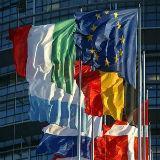 Euro aan bovenkant range, zorgen over euro crisis nemen af