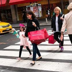 Forex - dollar rallied na retail sales, focus nu op Fed notulen