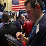 Dollar houdt momentum - aussie hoger na rentebesluit
