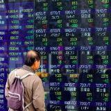 Yen lager, Nikkei hoger na gerucht over belastingverlaging
