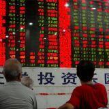 Dollar begint week lager, valuta handelaren wachten op cijfers VS, China