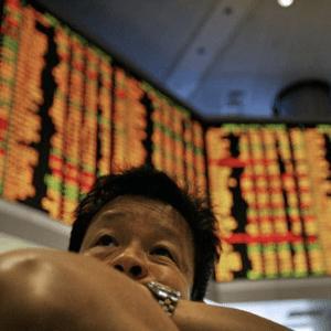 Dollar hoger door zorgen handelsoorlog VS-China - Loonie wacht op NAFTA deal